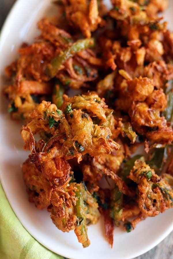closeup shot of mixed veg pakoras