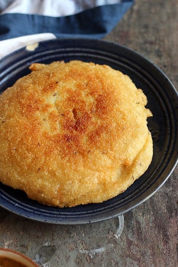 crispy Adhra dibba roti served in a blue ceramic plate