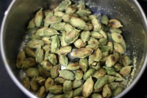 roasted cardamom seeds in a mixer jar