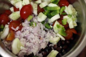 Making kidney bean salad recipe