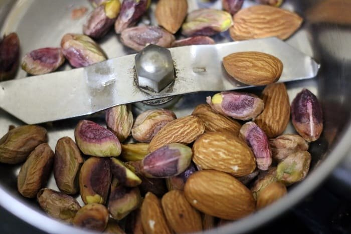 roasted almonds and pistachios in a mixer jar