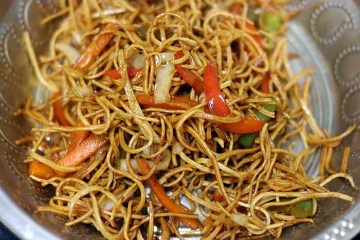 Mixing chinese bhel for serving